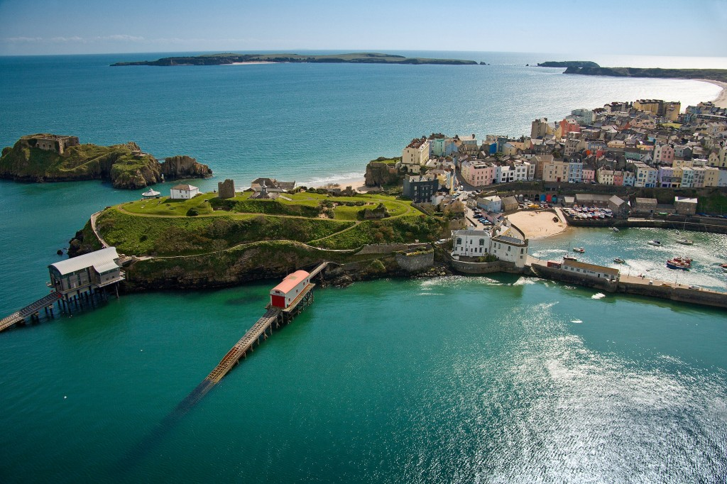 Tenby-featuring-Castle-Hill-amp-lifeboat-stations